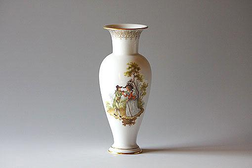 フランソワ・ブーシェの作品を白磁器に模写したもの。絵付けの技術だけでなく芸術家としての高度な技量も必要とされます。