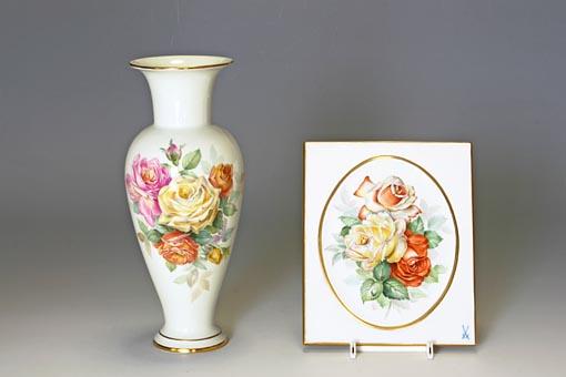 ブラウンスドルフ教授(1841-1922)が考案したマイセン自然主義の薔薇を描いたものです。繊細な色合いと光を的確に捉えた描写で、印象主義とも言われる様式が再現された美しい作品です。