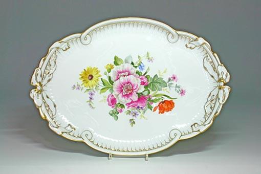 1870~1880年にかけて多く描かれた、マイセン自然主義のフラワーブーケのモチーフです。現在あるトラディショナルフラワーブーケは、マイセンの歴史の中では新しいものに入ります。